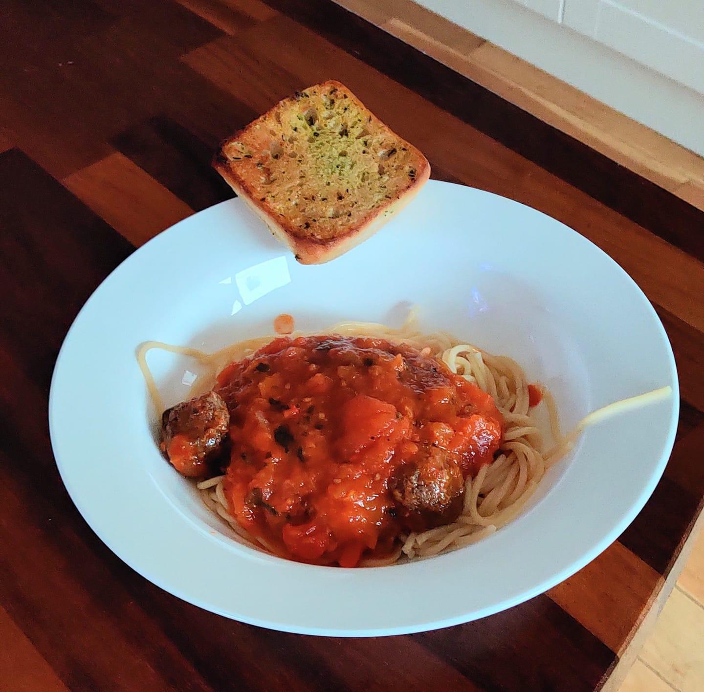 Hub Spaghetti Meatballs and Garlic Bread